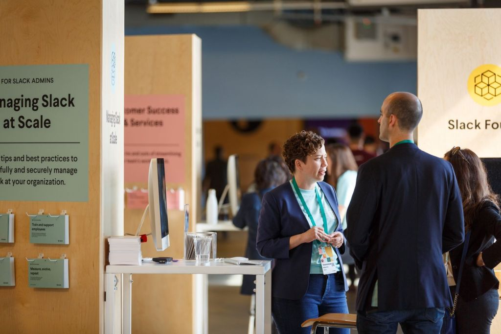Attendees mingle and chat at the in-person Slack Frontiers 2019